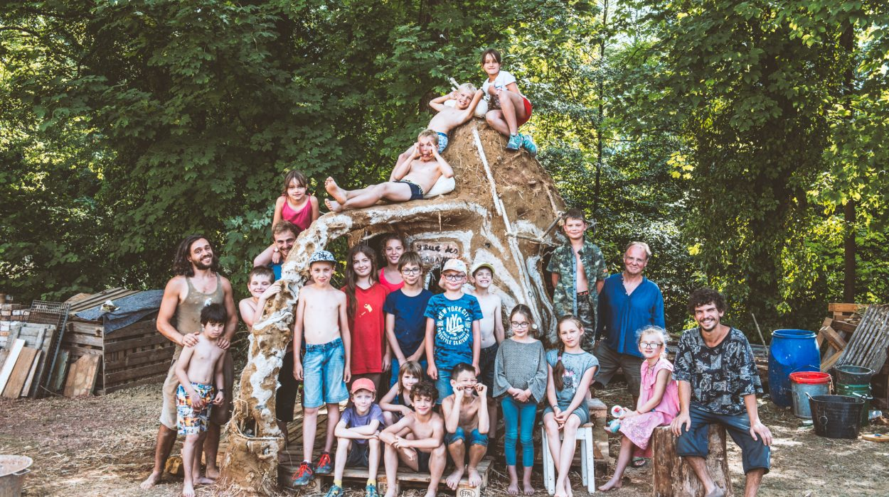 14-19.07.2019   Stage enfants : Eco-construction   Photo : Vladimir Lutz